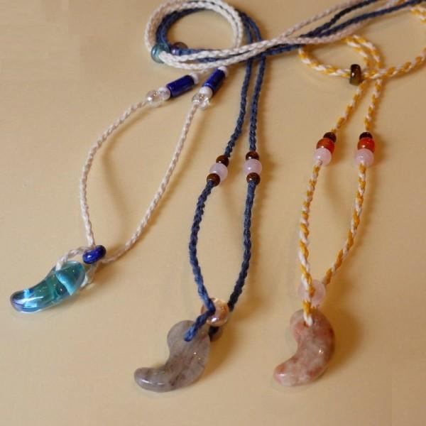 勾玉ネックレス、ヘンプひもの飾り玉