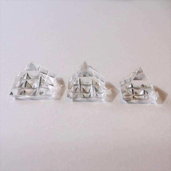 【新入荷】インド風水ピラミッド、水晶宝珠