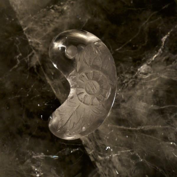 【新入荷】オリジナル浮彫り勾玉―「菊」と「龍」